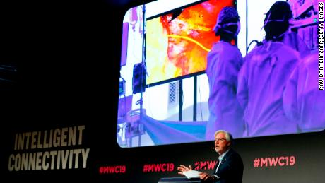 Doctor uses 5G to direct surgery live from a stage at Mobile World Congress