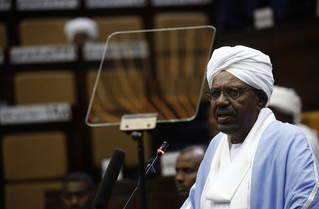 Sudanese President Omar al-Bashir addresses parliament in the capital Khartoum on April 1, 2019. (ASHRAF SHAZLY / AFP)