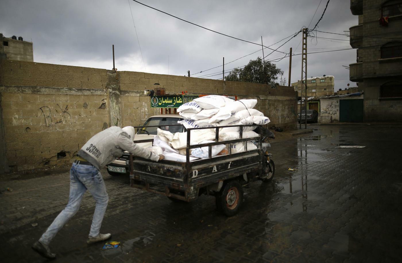 Jordan Sends 8 Trucks Full of Humanitarian Aid to Gaza
