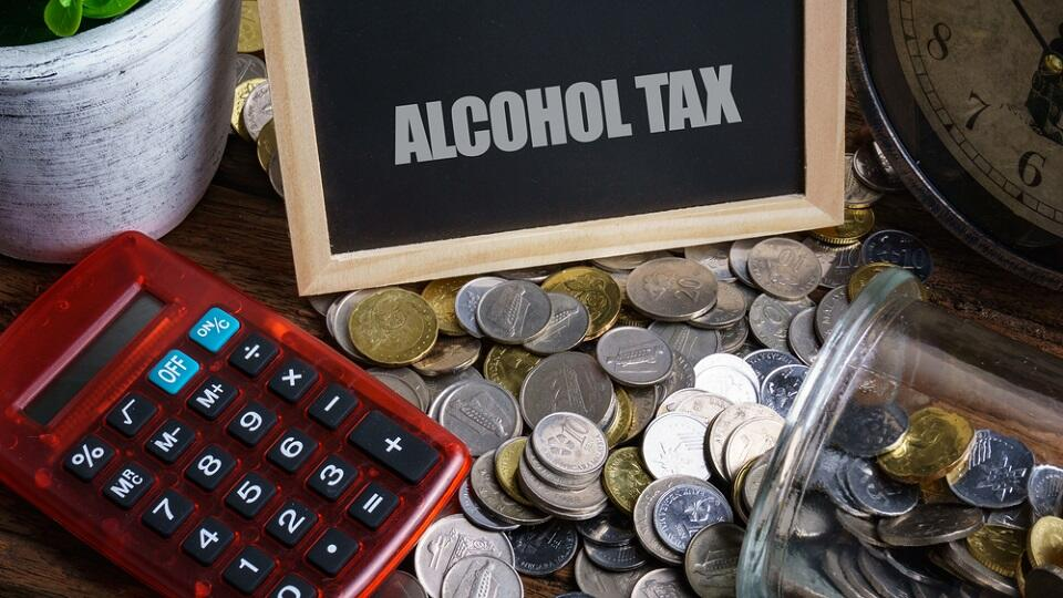 Oman Ministry of Finance says it Slashes Tax on Alcohol