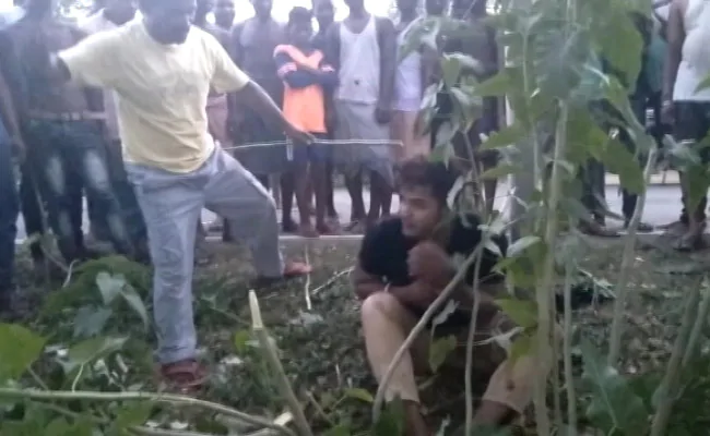 Indian Muslim Man Being Lynched by a Mob on Suspicion of Stealing and Forced to Chant in Hindu