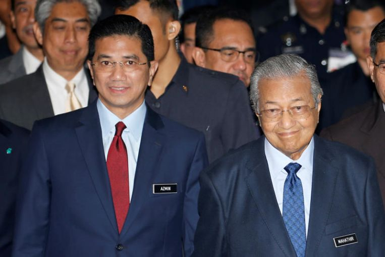 PM Mahathir says Azmin Does Not Have to Step Down over a Sex-Video Scandal
