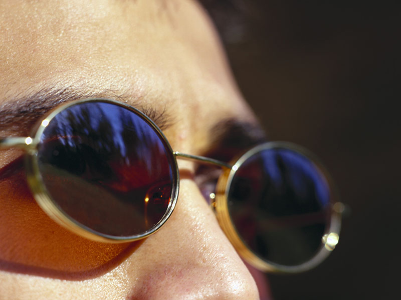News Picture: Sunglasses a Shield for the Eyes
