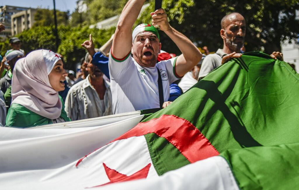 Algeria Protesters Stormed a Press Conference of the National Commission for Dialogue and Mediation