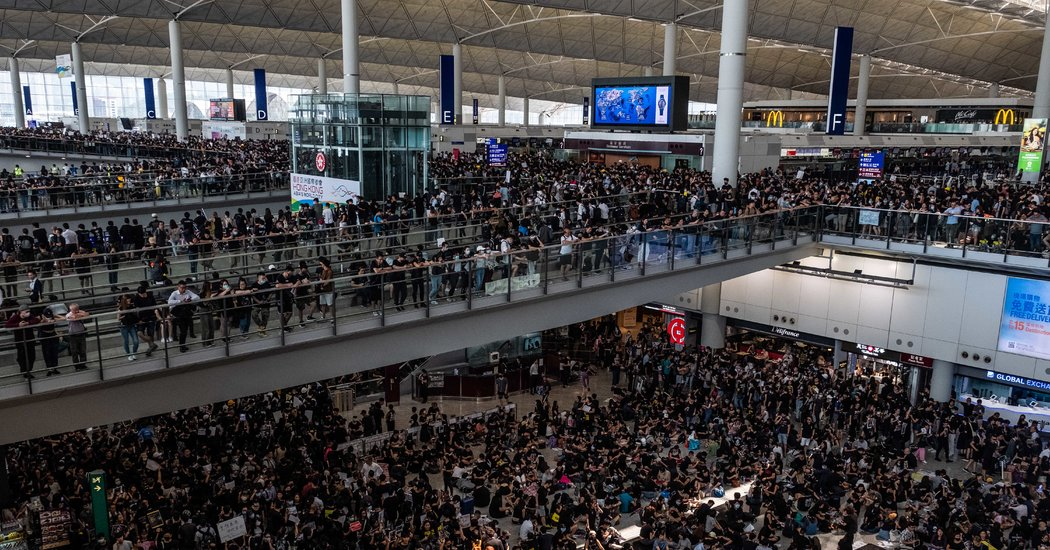 Hong Kong Airport Cancels More Than 100 Flight Due to Protest