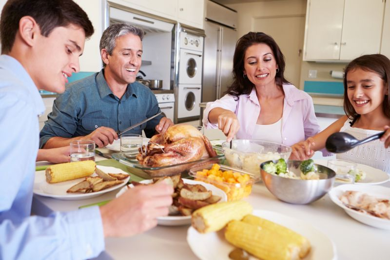 Nutritionists say Family Meals are a Recipe for Healthy Eating in Kids