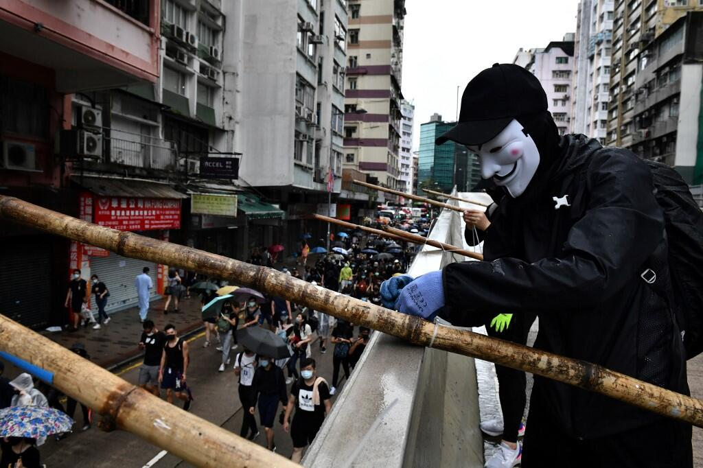 Hong Kong Protesters Ignore Face Mask Ban, Continue Mass Rallies