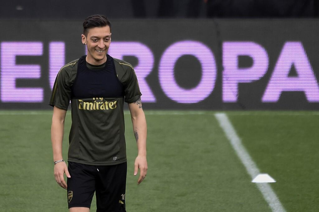 Mesut Ozil Vows to Stay at Arsenal Until 2021