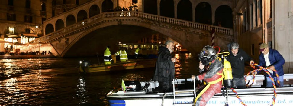 Venice Gondoliers Dive Into Murky Canals for Nocturnal Clean-up