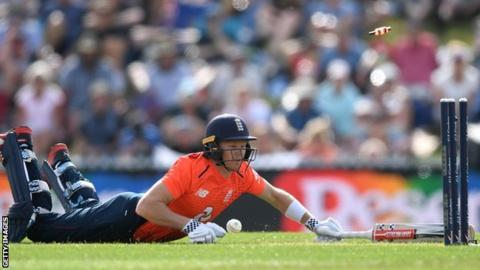 England Collapse as New Zealand Take Series Lead
