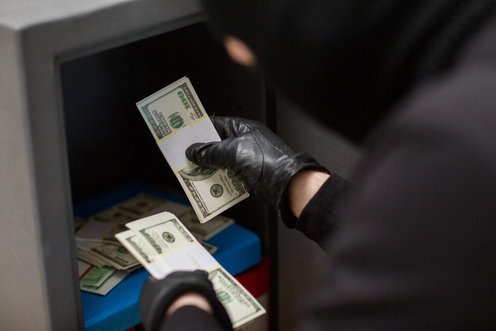 UAE: Gang of 7 Steal $272K from Money Exchange Office