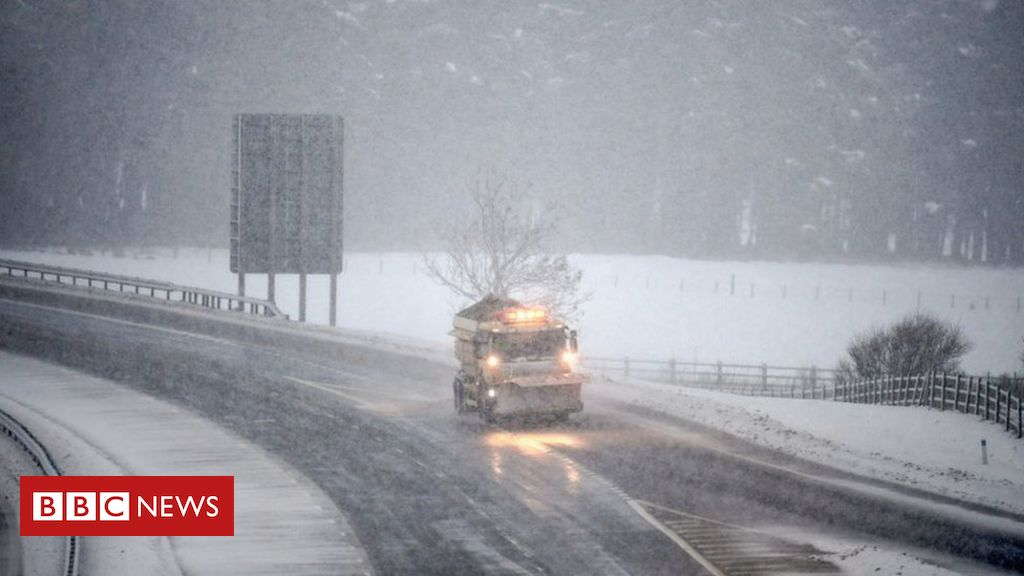 Heavy Snow Strands Drivers Overnight on M74