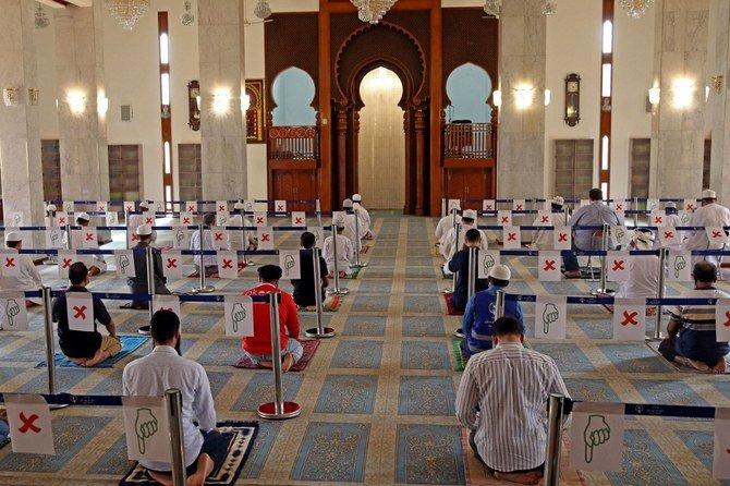 Oman Resumes Friday Prayers in Mosques Following More Than Yearlong Closure